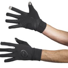 Guantes y calcetines Assos de invierno