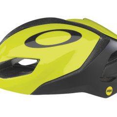Oakley amplía su oferta con cascos, ropa y accesorios