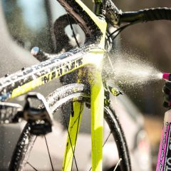 Cómo limpiar tu bicicleta con Muc-Off