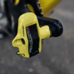 Pogacar pedales Look